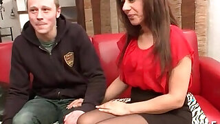 Amateur arab mom fucked hard for her casting couch