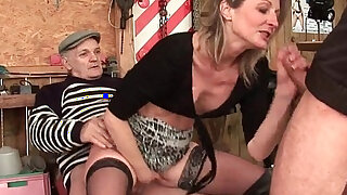 Skinny milf gets anal fucked in threesome with Papy Voyeur outdoor