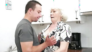 Seducing granny screwed in her hairypussy