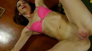 Super sexy old spunker fucks her soaking wet pussy