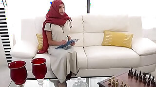 Muslim babe massaged before doggystyle